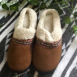 Isotoner Pillowstep Slippers (slides)